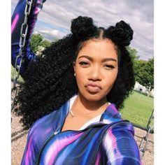 Penteados para cabelos cacheados e crespos: space buns