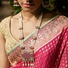 Uncut Diamonds, Pearls and Gold tell tales of love this summer. Crafted intricately by the custodians of Jadau.the Rajasthani art of jewellery making. Anita Dongre Fine Jewellery crafted by Indian Jewelry Sets, Indian Wedding Jewelry, India Jewelry, Bridal Jewelry, Indian Bridal, Ethnic Jewelry, Anita Dongre, Gold Jewellery Design, Gold Jewelry