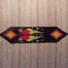 Manillas : Manilla guacamayas rombos Collar Indio, Bead Loom Patterns, Loom Beading, Resin Crafts, Bead Weaving, Diana, Diy And Crafts, Loom Bracelets, Flower