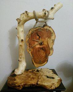 Wood Slice Crafts, Wood Crafts, Log Furniture, Handmade Furniture, Wooden Clock, Wooden Signs, Wood Corner Shelves, Grill Gazebo, Cool Clocks