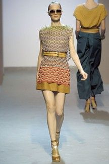 See all the Collection photos from Missoni Spring/Summer 2009 Ready-To-Wear now on British Vogue International Fashion, Fashion Fabric, Missoni, Clothing Patterns, Pretty Outfits, Ready To Wear, Fashion Show, Street Wear, Mini Skirts