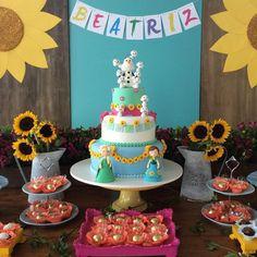 """""""Detalhes lindos de uma decoração  Frozen Fever  por @marcelamontenegro #festafrozen #frozenfever #festainfantil #decorefesta #deco #decor #decoração…"""""""