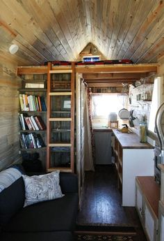 The Tiny House Movement.I just really wanna live in a small house like this! Tiny House Movement, Small Space Living, Living Spaces, Living Room, Home On The Range, Tiny Spaces, Tiny House Living, Deco Design, Little Houses