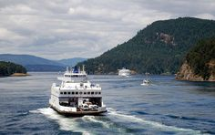 Queen of Cumberland and the Spirit of British Columbia, in Active Pass. The photo was taken from the 11:00 AM Spirit of Vancouver Island sailing.     http://viettelidc.com.vn