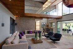 70 moderne, innovative Luxus Interieur Ideen fürs Wohnzimmer - lila kissen bequem sessel wohn essbereich design