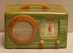 Motorola Catalin Circle Grill Art Deco Radio