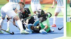 Die deutschen Hockey-Herren sind auch gegen Argentinien ungeschlagen geblieben, mussten die Tabellenführung aber abgeben. Mathias Müller traf erst acht Sekunden vor Schluss zum Ausgleich.