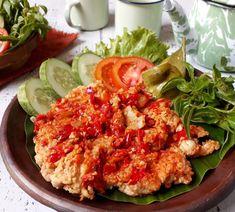 ayam geprek at DuckDuckGo Mie Goreng, Ayam Goreng, Nasi Bakar, Snack Recipes, Cooking Recipes, Easy Recipes, Indonesian Cuisine, Indonesian Recipes, Western Food