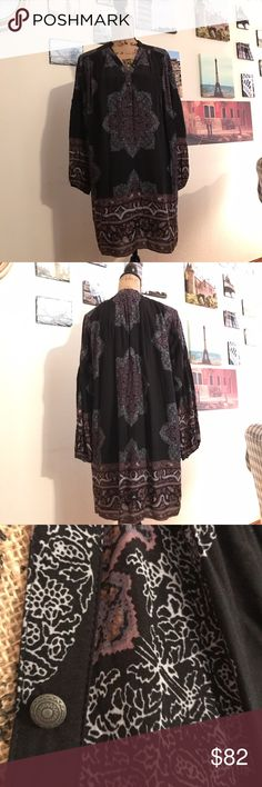 """Free People free flowing tunic dress!! Obsessed!!!  This dress is so perfect for ANY occasion and any weather!!  Wear it in the summer with a pair of strappy gladiators or in the fall with leggings and over the knee boots!!  Measures 21"""" pit to pit flat laid, and is 23"""" in length.  01811112216  the last photo represents style only. Free People Dresses Long Sleeve"""