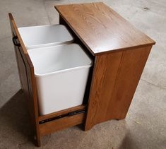 Picture of Amish Wooden Double tilt-out Trash Bin Wooden Trash Can Holder, Kitchen Furniture, Diy Furniture, Trash Can Cabinet, Kitchen Trash Cans, Trash Bins, Recycling Bins, Woodworking Projects Diy, Diy Cabinets