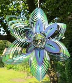 Das 3D Windspiel Kristall Blüte https://www.norax.de/Gartendeko/Windspiele/