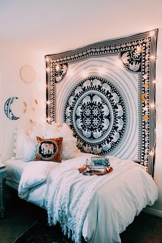 Buy black and white dorm room tapestry college room wall decor poster Buy buy black and white dorm room tapestry college room wall decor poster on discount price. These are comfy bedroom bedspread blankets and sofa throws. Bohemian Bedrooms, Boho Room, Bohemian Dorm, Hippie Dorm, Hippie Apartment, Bohemian Tapestry, Bohemian Interior, Gypsy Room, Hippie Tapestries