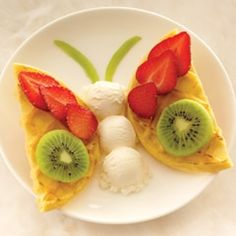 Butterfly Recipe Desserts with Kellogg's® Eggo® Homestyle Waffles, strawberries, kiwi fruits, kiwi fruits, Breyers® French Vanilla Ice Cream Cute Snacks, Cute Food, Good Food, Yummy Food, Baby Food Recipes, Cooking Recipes, Food Art For Kids, Childrens Meals, Food Crafts