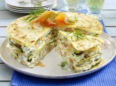 Unser beliebtes Rezept für Pfannkuchen-Torte mit Lachs und mehr als 55.000 weitere kostenlose Rezepte auf LECKER.de.