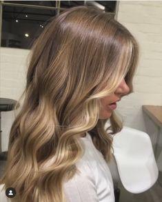 Brown Hair Balayage, Brown Blonde Hair, Hair Color Balayage, Honey Blonde Hair Color, Blonde Hair On Brunettes, Blond Hair Highlights, Dark Blonde Balayage, Beige Hair, Honey Balayage