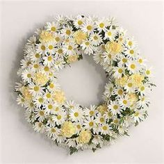 daisy wreath. very sweet for spring wedding shower.