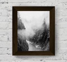 mountain print, fog wall art, black and white forest, nature poster, wall art prints, landscape photo, digital download, printable artwork di AlemiPrints su Etsy