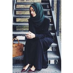 E v e r y d a y  W e a r: Our shirt abayas are perfect for everyday wear, whether it's a day spent studying, working or on the go. Also available in Mocha.