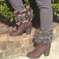 Crochetville: Floofy Boot Toppers - free crochet pattern to download by Amy Shelton.