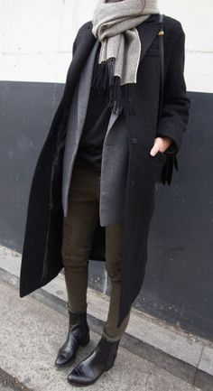 fall fashion / gray knit scarf + black trench coat
