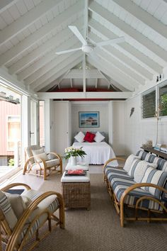 Charming and classic coastal-inspired indoor-outdoor pool house living room. Beach Cottage Style, Coastal Cottage, Coastal Style, Modern Cottage, Modern Coastal, Modern Country, Pool House Interiors, Pool House Decor, Pool House Designs