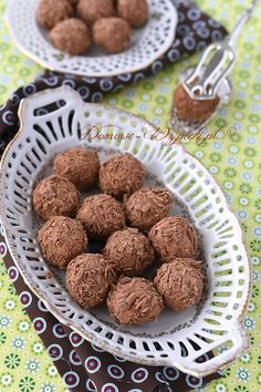 Trufle z mlecznej czekolady Sweets Recipes, Baking Recipes, Cookie Recipes, Sweet Pastries, Polish Recipes, Food Presentation, Christmas Baking, Delicious Desserts, Food And Drink