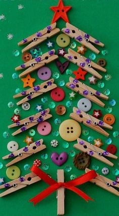 Fizemos uma coletânea de belíssimos trabalhos, entre enfeites e lembrancinhas de Natal, muito simples, fáceis de fazer, sem moldes! Confi...