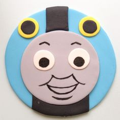 Thomas the Tank fondant face for cupcakes Train Cupcakes, Cupcakes For Boys, Cupcake Cakes, Thomas The Train Birthday Party, Trains Birthday Party, Cake Decorating Tutorials, Cookie Decorating, Thomas Cupcakes, Thomas The Tank Cake
