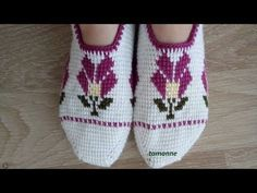 Five Shish-Looked Tunisian Jobs Patik Construction Business Look, Crochet Art, Tunisian Crochet, Bargello, Cute Shoes, Diy And Crafts, Slippers, Knitting, Sneakers