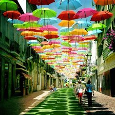 Photo du jour - gorgeous image of an umbrella installation in Portugal.