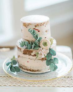 Two tier semi naked wedding cake #weddingcake #cakephoto #nakedweddingcake #wedding