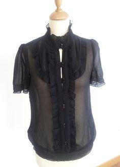 Compra mi artículo en #vinted http://www.vinted.es/ropa-de-mujer/blusas/469885-blusa-negra-de-tejido-fluido-con-volantes-y-botones