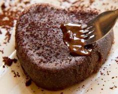 Gâteau au chocolat express au micro-ondes pour 1 personne : http://www.fourchette-et-bikini.fr/recettes/recettes-minceur/gateau-au-chocolat-express-au-micro-ondes-pour-1-personne.html