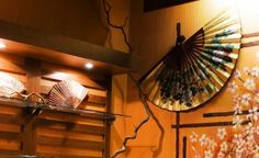 Japanese Decor - Love the fan wall decor. Chinese Interior, Japanese Interior Design, Home Interior Design, Interior Decorating, Japanese Design, Room Interior, Sakura Painting, Minions, Japan Interior