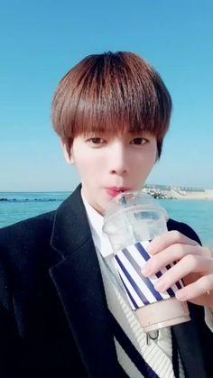 Taehyun in beach K Pop, Fandom, Cute Gif, South Korean Boy Band, Boyfriend Material, K Idols, Teaching Kids, Boy Groups, Dancer