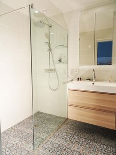 Here is a collection of the latest small bathroom designs for you, if you are bored with your old bathroom, you can find the latest ideas here. Bathroom Inspiration, Bathrooms Remodel, Bathroom Basin, Bathroom Shower, Bathroom Design, Bathtub, Washroom Style, Small Bathroom Remodel, Shower Room