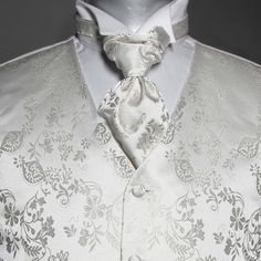Kremhvit vest og pastrone til barn Floral Tie, Barn, Vest, Wedding Dresses, Fashion, Bride Dresses, Moda, Converted Barn, Bridal Gowns