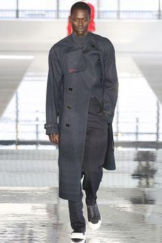 http://www.vogue.com/fashion-shows/spring-2018-menswear/hugo-boss/slideshow/collection