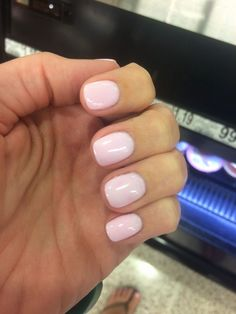 Nexgen south carolina (matches pretty well with essie - fiji) nexgen nails colors Nexgen Nails Colors, Nude Nails, Pink Nails, Nail Colors, Gradient Nails, Pink Powder Nails, Acrylic Nails, Essie, Vernis Rose Pale