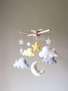Mobile bébé - nuage mobile - lune nuages mobile - jaune et gris mobile