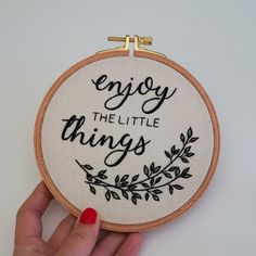 Enjoy the Little Things Modern Embroidery Hoop Art, Gift For Best Friend Hand Embroidery Patterns Flowers, Hand Embroidery Tutorial, Embroidery On Clothes, Modern Embroidery, Hand Embroidery Designs, Diy Embroidery, Hungarian Embroidery, Embroidery Hoops, Embroidery Jewelry