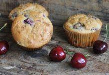 Cseresznyés csokoládés muffin – Amennyire egyszerű éppen olyan finom is Izu, Muffin, Breakfast, Recipes, Food, Morning Coffee, Recipies, Essen, Muffins