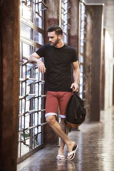 Barefoot Men, Mens Flip Flops, Men Photography, Attractive Guys, Poses For Men, Male Feet, Sexy Feet, Flip Flop Sandals, Lounge Wear