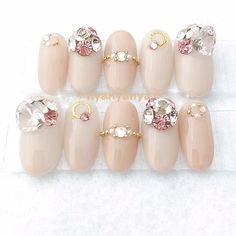 Nail Jewels, Nail Art Rhinestones, Rhinestone Nails, Bling Nails, Nails To Go, Gem Nails, Japanese Nail Design, Japanese Nail Art, Finger Nail Art