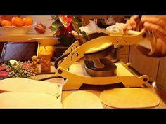 Pečenie vianočne oblátky - YouTube Kitchen Aid Mixer, Kitchen Appliances, Youtube, Diy Kitchen Appliances, Home Appliances, Kitchen Gadgets, Youtubers, Youtube Movies