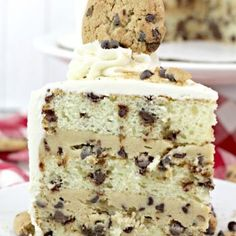 Milk and Cookies Layer Cake - Chocolate chip studded vanilla cake with cookie dough filling then all covered in a rich vanilla frosting. Memories of childhood in one big slice of cake! Chocolate Chip Frosting, Vanilla Frosting, Chocolate Chip Cookie Dough, Mini Chocolate Chips, Vanilla Cake, Cake Chocolate, Chocolate Recipes, Scones And Jam, Round Cakes