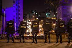 Debate Sitiado: 800 Policiais cercam manifestantes em SP - 01/07/2014
