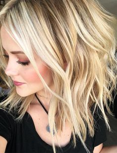 34 Most Elegant Blonde Hairstyles 2018 34 Most Elegant Blonde Hairstyles 2018 Hair Color 2018, Hair Color And Cut, Hair 2018, Brown Blonde Hair, Wavy Hair, Best Blonde Hair, Medium Hair Styles, Short Hair Styles, Corte Y Color