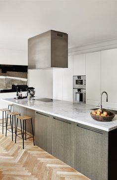 An elegant trend in addition to minimalist trend is i of the best combinations 10 Elegant Minimalist Kitchen Ideas, Best For Simple Person Refacing Kitchen Cabinets, Cabinet Refacing, Home Decor Kitchen, Interior Design Kitchen, Kitchen Ideas, Kitchen Designs, Wooden Kitchen, Rustic Kitchen, Average Kitchen Remodel Cost