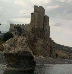 Anna Sacchi Grimaldi è al Castello di Rosetoa Capo Spulico, #Cosenza. La giornata nuvolosa rende la location ancora più suggestiva!